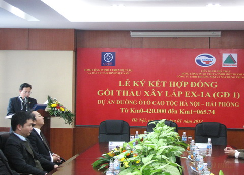 Signing EX-1A Contract (Phase I), Hanoi – Hai Phong Expressway Project